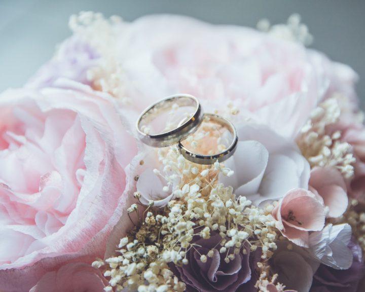 Выбираем цвет свадебных колец из золота