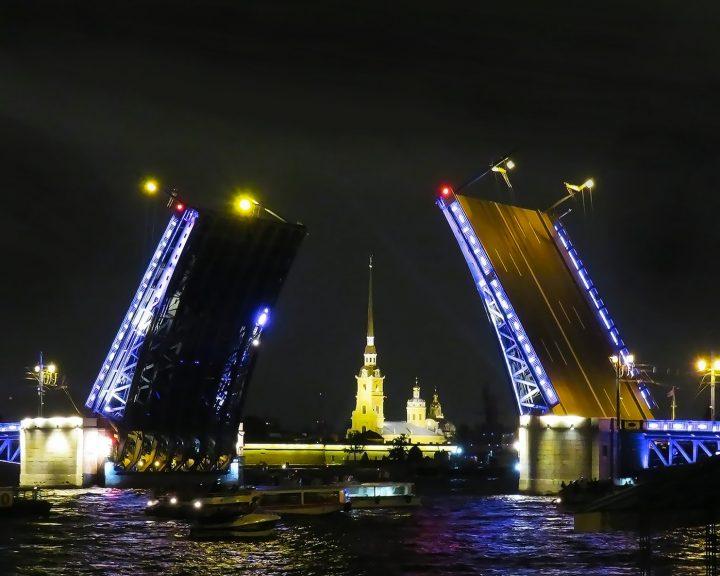 Выбор путешествия: Санкт-Петербург (Россия)