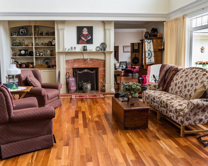 Как расставить в квартире диван и кресла